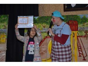 Kartepeli Çocuklara Karne Hediyesi, Ücretsiz Tiyatro