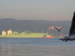 Dev doğalgaz tankeri Çanakkale Boğazı'ndan geçti