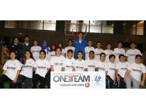 """Anadolu Efes, """"One Team"""" Projesi'nde Öğrencilerin Gelecek Planlarına Yön Verdi"""