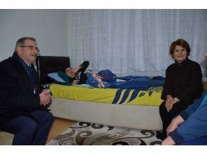Başkan Özacar'dan Engelli Gence Jest