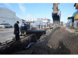 Ek Sanayi Sitesinde drenaj hattı döşeniyor