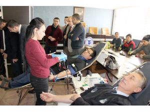 Belediye personelinden Kızılay'a kan bağışı