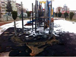Oyun Parkını Yakan 3 Çocuk Yakalandı