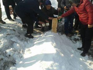Donması sonucu ölen sığınmacı Erzurum'da toprağa verildi