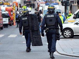 Paris'te 5 okul terör tehdidi üzerine boşaltıldı