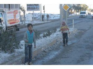 Siirt'te Eksi 10 Derecede Kırımız Işıkta Bekliyorlar