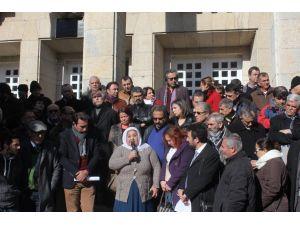 Öldürülen gazete dağıtıcısının avukatı 301. maddeden yargılanıyor