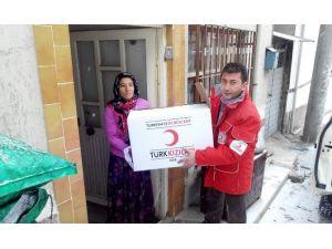 Evi Yanan Aileye Bir Yardımda Kızılay'dan