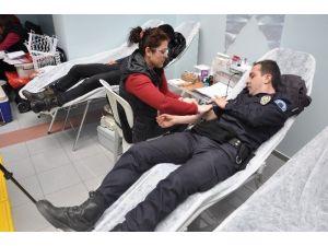 Polis Ve Gazetecilerden Kan Bağışı