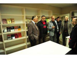 Yeni Sölöz'e Kütüphane