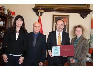 Ünlü Ressam Nalbantis'ten Gürkan'a Ziyaret