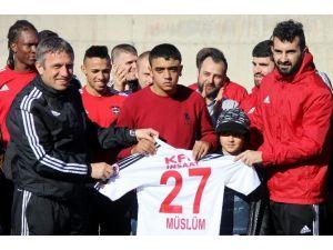 Gaziantepsporlu Futbolculardan Engelli Taraftara Büyük Jest