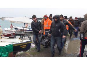 Dondurucu soğuğa rağmen teknede kalan adam ölü bulundu