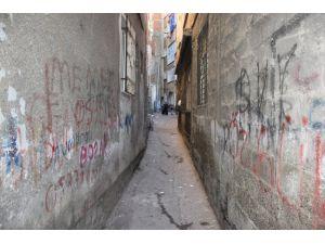 Sur'un daracık sokaklarında göç devam ediyor