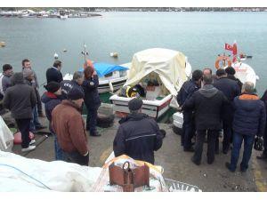 Üşümemek için teknesinde mangal yakan adam kalp krizinden ölmüş