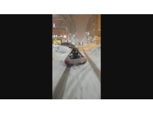 Ana Caddede Şambrelli Kayak