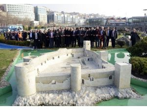 İstanbul Miniatürk'te Sergilenen Kızkalesi'nin Açılışını Başkan Kocamaz Yaptı