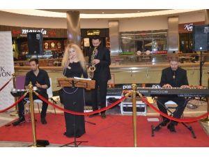 """Grup Relax """"Park Afyon'da Müzik Var"""" Etkinliğinde Sahne Aldı"""