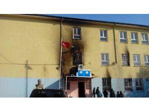 Diyarbakır'da Okula Molotoflu Saldırı