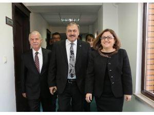 Bakan Eroğlu'ndan Başkan Fatma Şahin'e Ziyaret