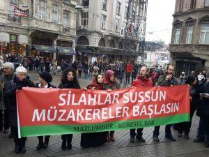 Beyoğlu'nda Operasyonlara Karşı 'Barış Halkası'