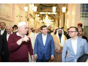 Başbakan Davutoğlu, Medine'den Riyad'a hareket etti