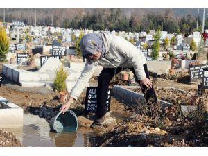 İzmir'de Mezarları Su Bastı
