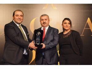 Körfez Belediyesi'ne En İyi Sosyal Sorumluluk Projesi Ödülü