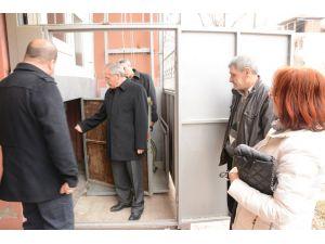 Bediye engelli vatandaşın evine asansör yaptı