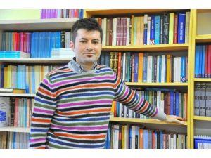 """SAÜ Öğretim Üyesi Dündar: """"Mezhep Dinden Ayrı Değildir"""""""