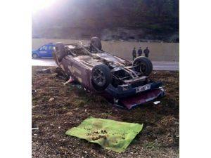 Kaldırıma Çarpan Otomobil Takla Attı: 3 Yaralı