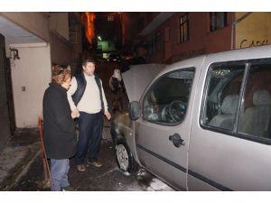 Beyoğlu'nda 4 araç kundaklandı