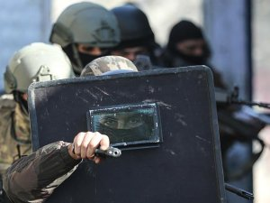 Teröristlerin kaçırdığı polis memuru operasyonla kurtarıldı