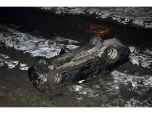 Otomobil Çaya Uçtu: 4 Yaralı