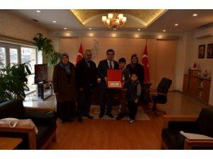 Şehit askerin ailesine bir hayırseverin bağışladığı ev verildi