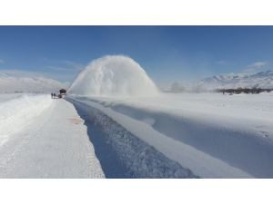 Ovacık ilçesinde kar hem esaret hem sevinç kaynağı