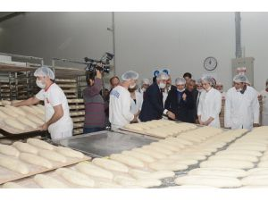 Adana Büyükşehir Belediyesi 250 gram ekmeği 50 kuruşa satıyor