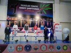 Yalovalı Karateciler Türkiye Şampiyonasından Madalyayla Döndü