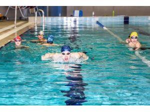 Gaziantep'in Gururu 'Şehitkamilli Yüzücüler'