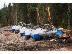 Gazprom, Türk Akımı projesindeki 4 hattı ikiye indirdi