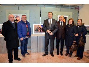 """""""Umudunu Kaybetme"""" Karma Fotoğraf Sergisi ESOGÜ'de Açıldı"""