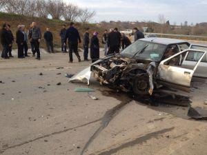 Panelvanla, otomobil çarpıştı: 5 yaralı