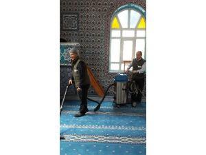 İzmit'te Bir Ayda 33 Cami Temizlendi