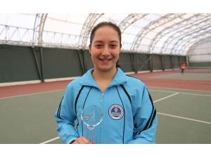 Tenis'te İlk Derece İlay Yörük'ten Geldi