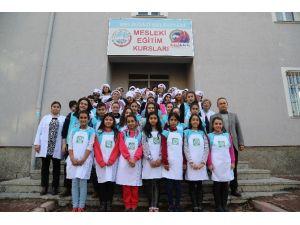 Çocuk Meclisi Üyeleri Kayseri Mutfağı Kursundan Sertifika Aldı