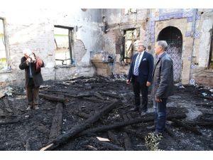 Başkan Mirza, yanan camiyi inceledi