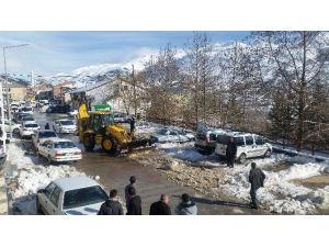 Çelikhan Belediyesi Kar Temizliyor
