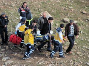 Gaziantep'te Yolcu Minibüsü Dereye Uçtu: 5 Yaralı