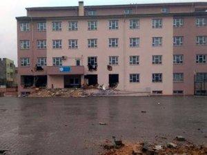 Nusaybin'de PKK'lılar okulu yıkmaya çalıştı