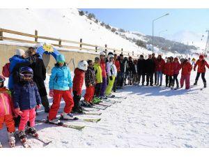 Yoksul çocuklar için kayak kursu